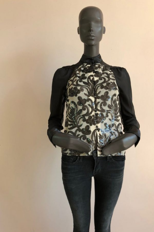 PAGODA TOP AND JEANS FRONT