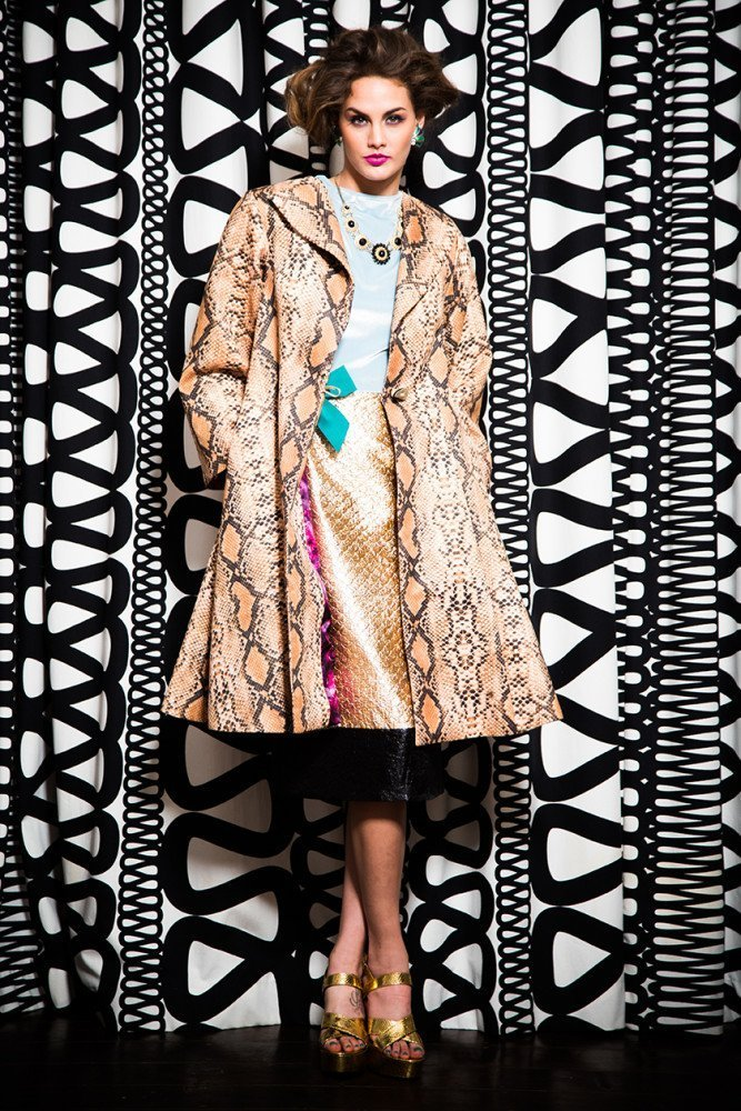 TRAPEZE COAT WITH HUNCHBACK DRESS